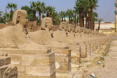 Avenida de las esfinges, Karnak, Egipto