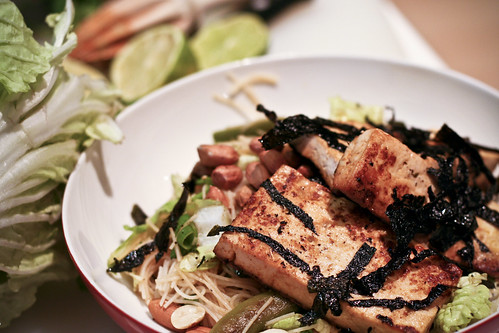 toasted sesame noodle salad w/nori-crusted tofu