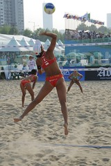 Jump Serve () Tags: women womens beachvolleyball seoul donne mulheres mujeres femmes serve nationalteam vrouwen frauen   kobiety republicofkorea  fivb eny nationalmannschaft kvinder landslaget  naiset   femei reprezentacija  squadranazionale vleyplaya kvinnor  equiponacional  songpagu  ene   echipanationala jiatian   swatchfivbworldtour hangangcitizenspark seoulopen bangidong  2008fivb  voleiboldepraia            lquipenationale nrodntm