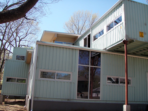 Glassberg shipping container house