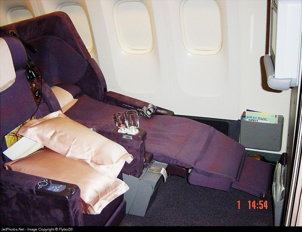 3543310295 6262468e0e o D1000034.jpg.17920SQs new business class product...the SPACEBED!