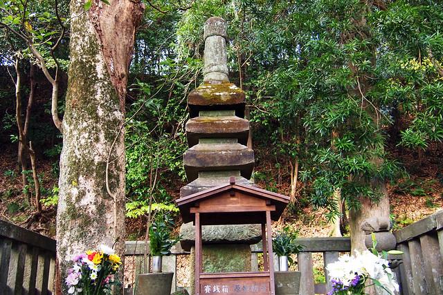 101128_143426_鎌倉_頼朝の墓