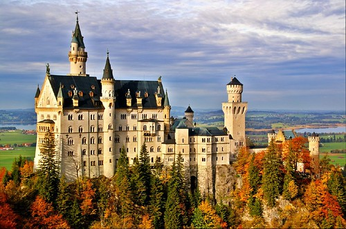Neuschwanstein by gerdragon.