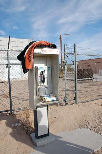 Cabina telefónica en Aldea