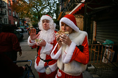 santa needs falafel (sgoralnick) Tags: santa xmas nyc holiday newyork drunk costume santas santaclaus santacon canon5d falafel mayhem santarchy barcrawl canon1635mmf28l santaconnyc santacon2007 santacon07 canonef1635mmf28liiusm