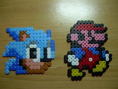 MARIO Y SONIC Hama beads (Garumiru) Tags: mario sonic llaveros hamabeads