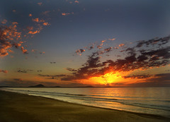 Having got up so early... (Vince Alongi) Tags: seascape beach sunrise uruguay dawn interesting explore naturesfinest blueribbonwinner 10faves instantfave 35faves 25faves mywinners abigfave anawesomeshot aplusphoto superbmasterpiece diamondclassphotographer canonpowershotsd1000 theperfectphotographer natureselegantshots