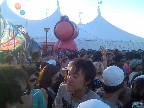 famous-nova-doll-crowd