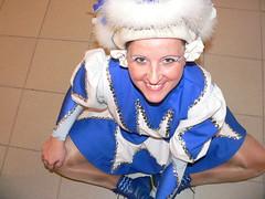 Warm-Up des Tanzmariechen (The Brain2007) Tags: show jennifer blau warmup fasching garde karneval weis tanzmariechen gardetanz marciniak showtanz tanzmarie aufwrmtraining