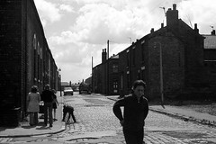 Ince-in-Makerfield, Lancs, 1974. (Fray Bentos) Tags: lancashire wigan terracedhouses inceinmakerfield