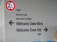 Welcome Zone (gemeine_westfaelin) Tags: fusball allinanzarena fcismaningd1