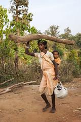 Baiga woman with child (wietsej) Tags: baiga woman with child maikal hills chhattisgarh india sonyalphadslra900 a900 sonyvariosonnart1635mmf28za sal1635z zeiss 1635 wietsejongsma wietse jongsma bhoramdeo