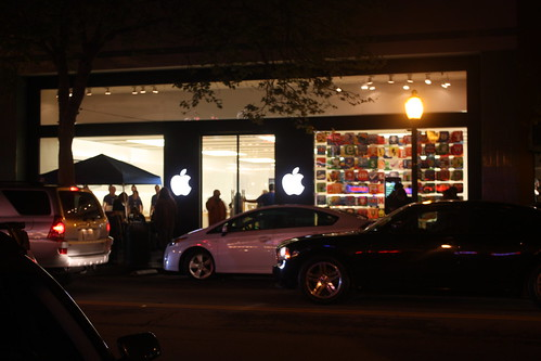 Apple Store Palo Alto on night of iPad Launch
