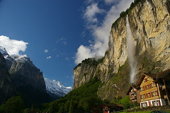 Lauterbrunnen (SBA73) Tags: mountain alps alpes switzerland suisse suiza valle falls glacier valley montaa svizzera lauterbrunnen schweitz catarata tal jungfrau montanya cascada glacial suis precipicio suizo vall suissa staubbach anawesomeshot aplusphoto estimbat