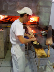 Obor En faisant des bretzels (Julie70) Tags: street man hot market working pretzels bucuresti 2007 roumanie obor bucarest rominia copyrightjkertesz travaillant covrigi sonydscw200 covrigarie