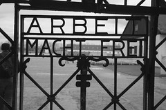 Arbeit macht frei [Il lavoro rende liberi]