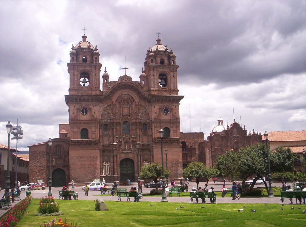 Plaza de Armas: Iglesia Compañia de Jesus