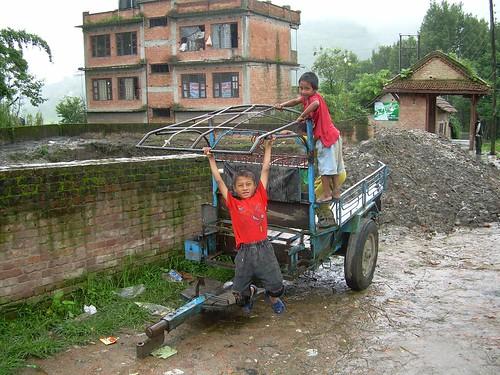 Niños nepalíes jugando