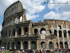 colosseo - coliseum (Fausto Carnicelli) Tags: people italy rome roma canon italia powershot coliseum distillery g9 collosseo carnikke powershotg9 theworldseenfromthepowershotg9 faustocarnicelli