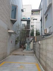 IMG_0250 (Mud Boy) Tags: capital seoul southkorea eastasia megacity samcheongdong jongrogu northeastasia contemporaryartscene seoulspecialcity populationofmorethan10million largestmetropolisofsouthkorea largestcityproperinthedevelopedworld