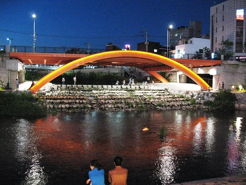Bridge along Cheonggyecheon stream