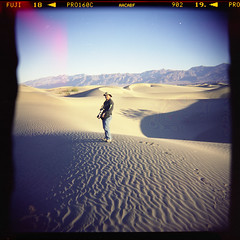 (magnifik 2.0) Tags: california scanned deathvalley holga120sf expiredfilm mesquitesanddunes fujipro160c magnifik nopsdpostprocessing expiredon062006 magnifikstudio magnifikstudiocom