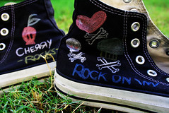 to b urself is all that u can do (S) Tags: green grass cherry skull rocks heart bored m cupcake converse allstar rockon crossedbones