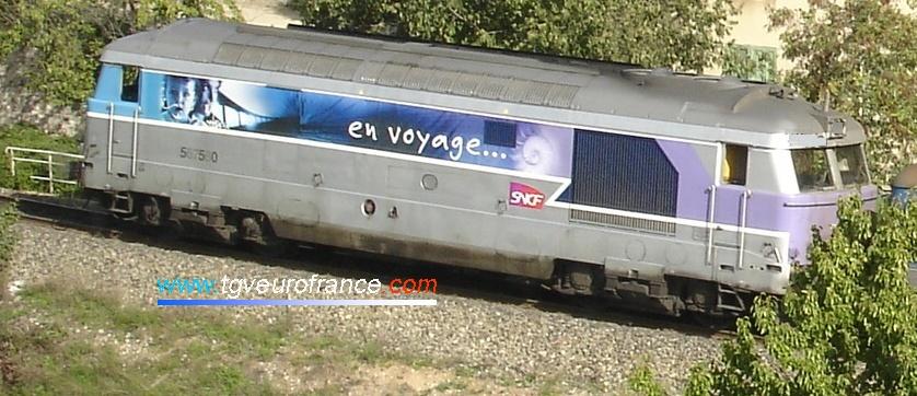 """La locomotive thermique BB 67560 SNCF en livrée """"En voyage"""" à Aix-en-Provence"""