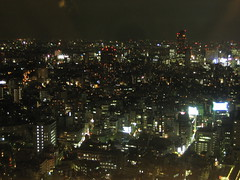 Tokyo (route977) Tags: city summer sky brown black japan night digital skyscraper canon dark grey lights restaurant tokyo high grigio estate floor horizon july shoppingcentre bynight cielo  metropolis  luci ebisu grattacielo alto ristorante far nero notte giappone marrone metropolitano luglio orizzonte scuro centrocommerciale   lontano dallalto metropoli  lastfloor ultimopiano