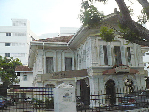 colonial-bungalow-business