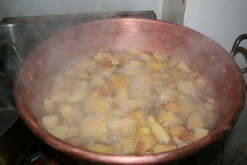 quinces in the kettle