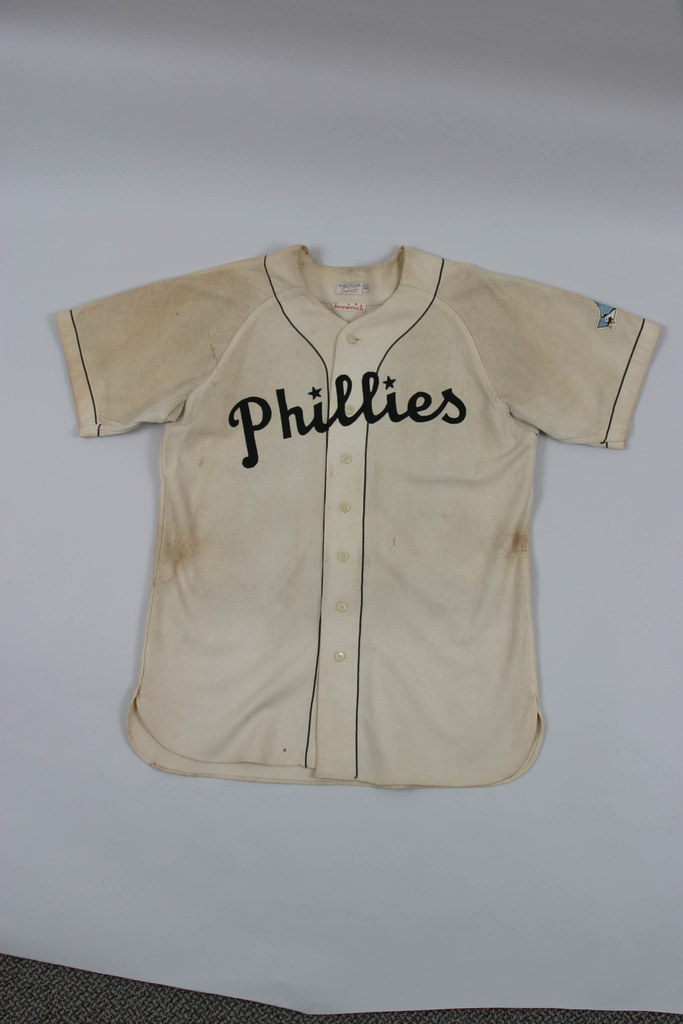 9f185e5b ... with black felt insignia, chain-stitched sleeve patch, and nylon  underarm ribbing. Meanwhile, what the fuck is that on Pete Rose's head?
