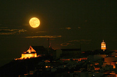 Moonrise in Montilla (PacoBellido) Tags: moon spain competition montilla earthandsky