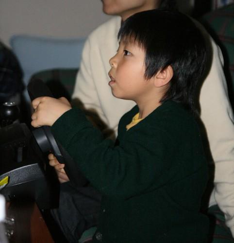 4歳児がPS3でGT5をプレイ