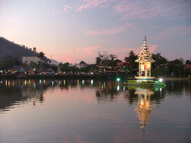 Mae Hong Son - twilight arrives - Jan 2007