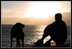 Mirando al mar (originalidades maximas) Tags: sol contraluz atardecer mar dos silueta puesta anochecer