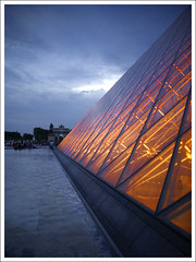 Palais du Louvre - The Pyramide (Megara Liancourt) Tags: sunset paris france louvre pyramide blueribbonwinner sonyalpha100 abigfave colourartaward artlegacy