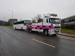 2017-01-31 12.44.53 (JAMES2039) Tags: volvo tow towtruck truck lorry wrecker heavy underlift heavyunderlift 6wheeler 4wheeler frontsuspend daf cardiff rescue breakdown ask askrecovery recovery fh13 pn09juc pn09 juc coach bus llantrisant