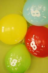 Ballons (Frau D. aus D.) Tags: luftballon balloon rot red gelb yellow blau blue grün green 8 geburtstag birthday flickrfriday primarycolors grundfarben bunt