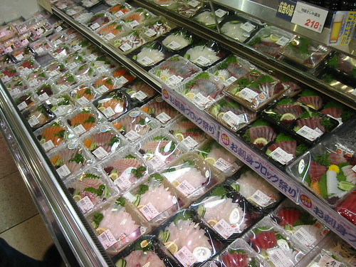 Fresh fish in the supermarket (by mdid)