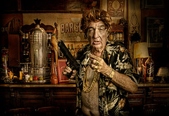 THE GRANDFATHER GANGSTA (Mariano Villalba) Tags: old money bar gold gangster pub gun gato whisky viejo mafia mafioso peluca narco proxeneta