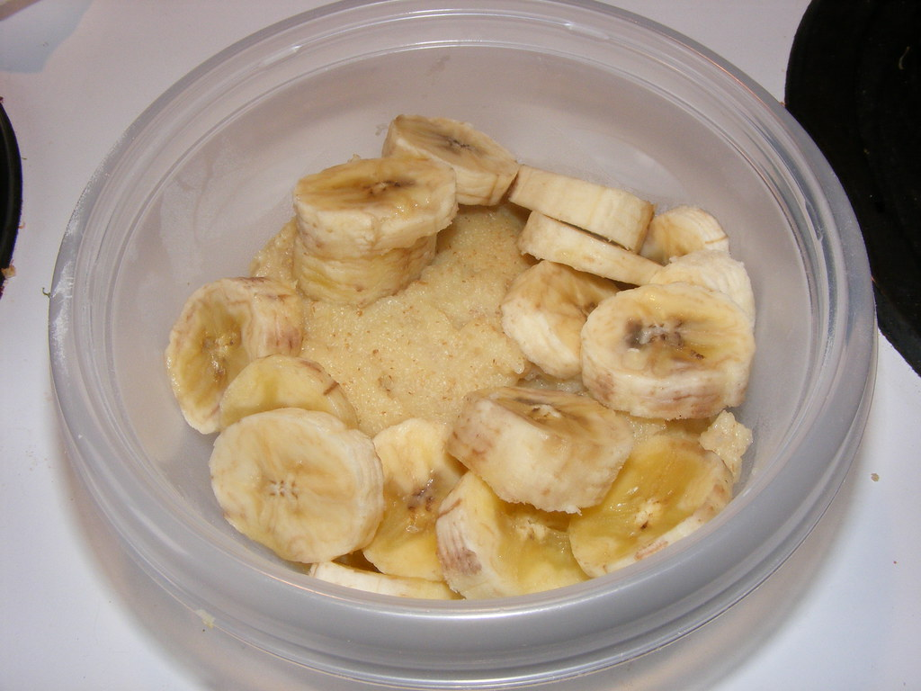 Cream of Wheat cooked in low-carb vanilla soy milk, with bananas
