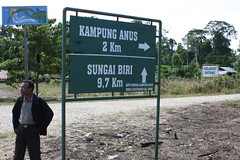 Anus intersection (Mangiwau) Tags: new west sign indonesia guinea village pacific masi intersection bier signpost kampung papua kampong anus jaya timur pantai biri villagers barat dusun oceania melanesia ples desa sentani wakde keder sarmi irian pasifik melanesian yamna masimasi kumamba beneraf betaf nengke siduarsi pertigaan