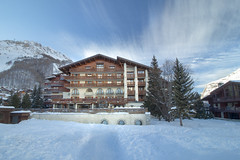 Hôtel Christiania Val d'Isère (Caro & Co) Tags: val disère va picoftheday photooftheday photographer paysage tree snow mountain alpes hotel valdisere ski resort architecture blue landscape landscapephotography landscapeshooters longexposure filter ndfilter natureperfection nd