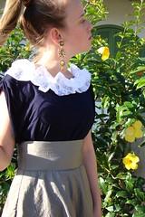 Azul com gola branca (nanaquel.artesanato) Tags: flores fashion moda artesanato feltro santacatarina bata camiseta camisa renda customização feitoamao nanaquel