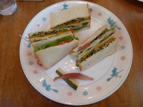 三段重ねのいろどり野菜サンド