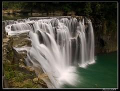十分瀑布, Shifan Waterfall, Taiwan (Sherwin_andante) Tags: geotagged waterfall taiwan 2007 平溪線 十分 瀑布 e510 blueribbonwinner 200710 shifan geo:tool=yuancc superhearts 20070910 geo:lat=25040806 geo:lon=121778222