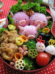 three pigs bento box (luckysundae) Tags: food japanese onigiri kawaii bento lunchbox bentobox riceball kidsmeal omusubi whetgobblefrolic onephotoweeklycontest kyaraben