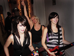Guitar Hero 3 Party (Rob Boudon) Tags: girls katya rachel leslie gals rockstars leogarcia guitarheroparty ericskiff 118thstreet guitarhero3 spanishharlemapartment