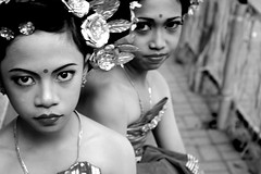 berdua (Farl) Tags: portrait blackandwhite bw girl indonesia child culture makeup jewelry lass tradition hinduism maiden balinese sukawati gianyar ngusabe
